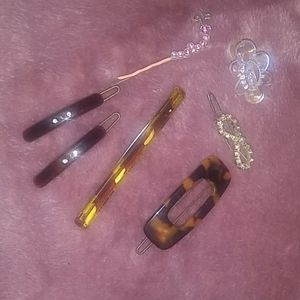 Assorted vintage hair clips